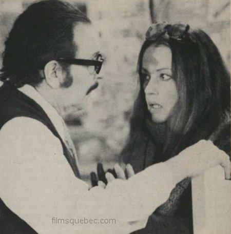 """Pierre Duceppe dirige Jeanne Moreau sur le tournage de """"Je t'aime"""" (source: Cinéma/Québec)"""