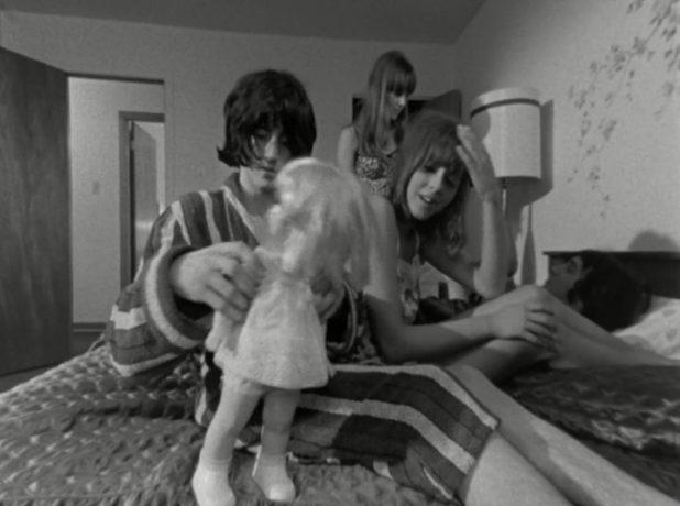 Le groupe de jeunes du film Kid Sentiment de Jacques Godbout (les quatre sont réunis sur le lit, lors de la scène finale du film)