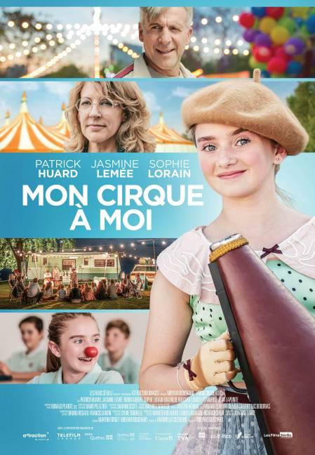 La jeune comédienne Jasmine Lemée est un gros plan à droite sur l'affiche de Mon cirque à moi, elle tient un mégaphone et a le sourire aux lèvres.