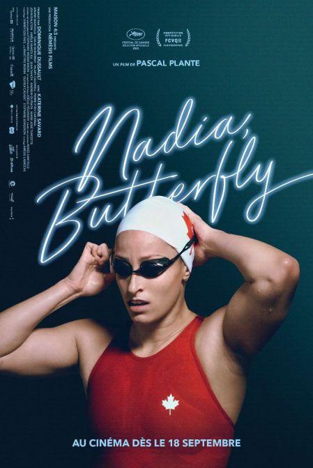 """Affiche du film """"Nadia, Butterfly"""" de Pascal Plante sur laquelle la championne Katerine Savard qui occupe la moitié basse de l'image ajuste son bonnet"""