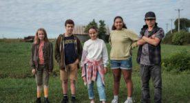 Image de groupe d'enfants en vedette dans le film Pas d'chicane dans ma cabane de Sandrine Brodeur-Desrosiers