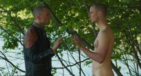 Felix-Antoine Duval (Corbo, Henri Henri) tient le double rôle de Dominc et Daniel dans Saint-Narcisse de Bruce LaBruce