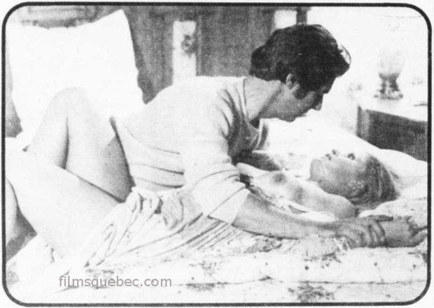 """Ian Ireland et Karin Schubert dans une scène d'amour extraite du film """"Valse à trois"""" de Fernand Rivard (image promotionnelle fournie aux médias à l'occasion de la sortie en salle)"""